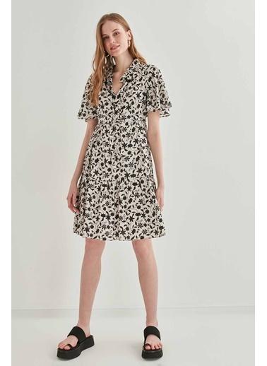 Vitrin Yaka Bağcıklı Çiçek Desen Elbise Bej